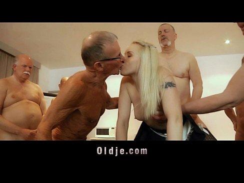 порно видео старые ебут молоденьких