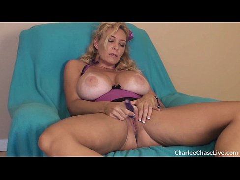 Hotwife opens her legs for black bull 3