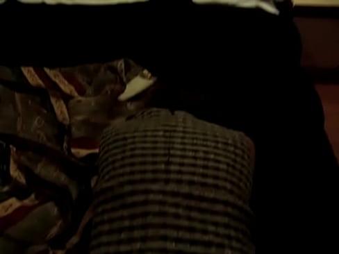 Caliente mexicana madura se empina en la cama para que le metan la verga