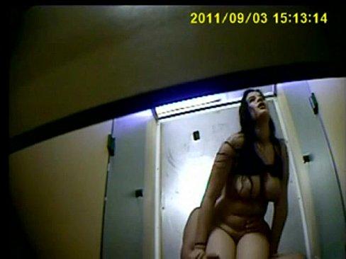 Filmando escondido o foda da vadia no banheiro