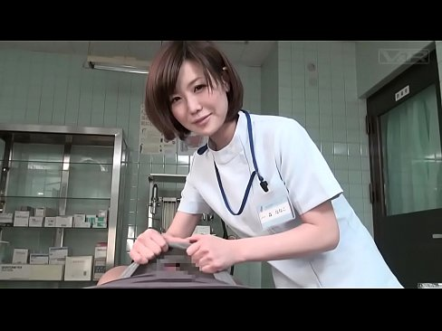 患者さんの射精のお手伝いをしてくれる優しいナース!手コキでしこしこと竿をしごいて亀頭を手のひらで撫でまわし・・・