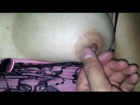 Mi mujer se masturba con sus dildos