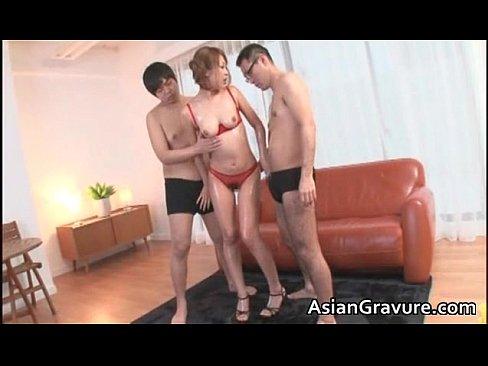 3P動画:スレンダー美女...