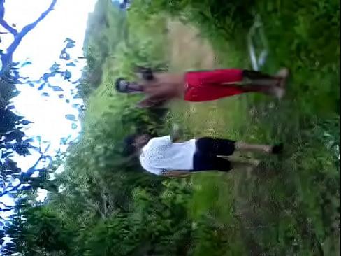 Novinha brasileira fudendo no matagal com o amigo