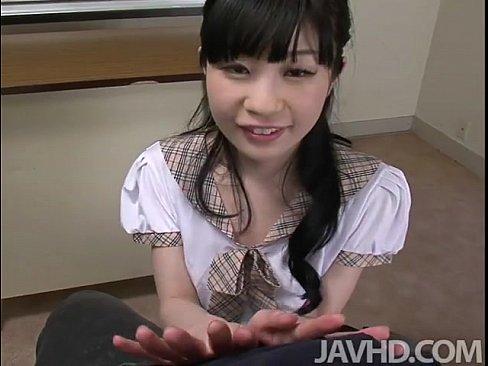 【無修正】お前らが好きそうな地味っ子童顔少女が笑顔で乳首責め生フェラ抜きしてくれるエロ動画