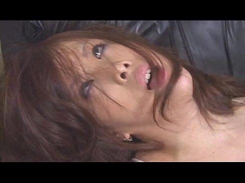 希咲エマが椅子に拘束されレズの女王様に電マをぶちこまれる