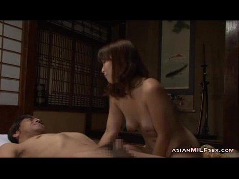 熟女の無料obasan動画。欲情した義父のチ○ポに喘いでしまった熟女な身体!