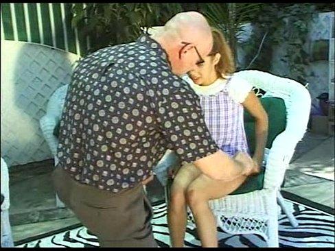 inocente jovencita es cogida por su tio deprabado