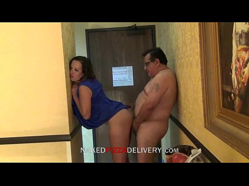 Entregador de pizza trepando com dona de casa