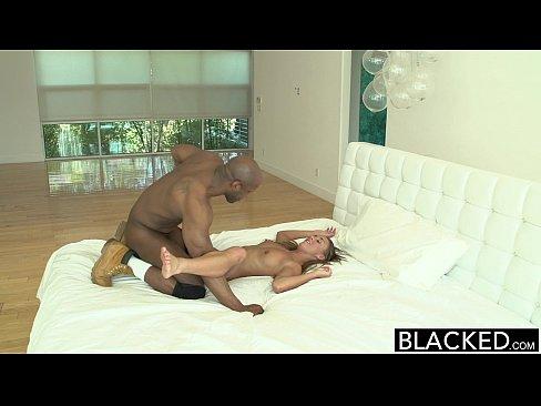 Morena bien rica coge con su esposo negro