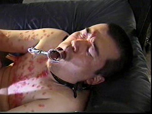 【ゲイ動画】 ボテ腹の剛毛調教師に縛られ大量のロウソクを垂らされながらもじゃもじゃケツマンを掘られるハードSM!