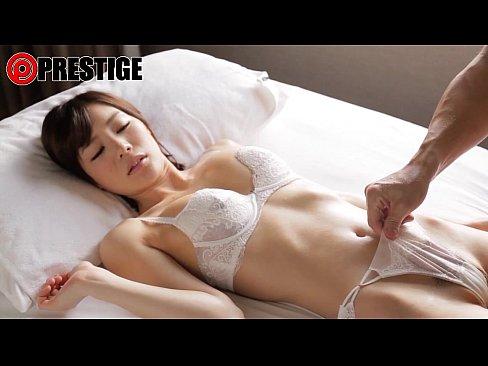 【ホテル動画】色白清楚美少女(鈴村あいり)がホテルで白い下着を着衣のままじっくり愛撫されるwww