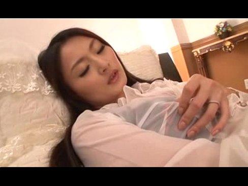 熟女のオナニー無料おばさん動画。美熟女によるくちゅくちゅ指ズボオナニーがエロすぎる