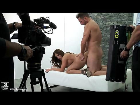 На съемках порно смотреть много людей