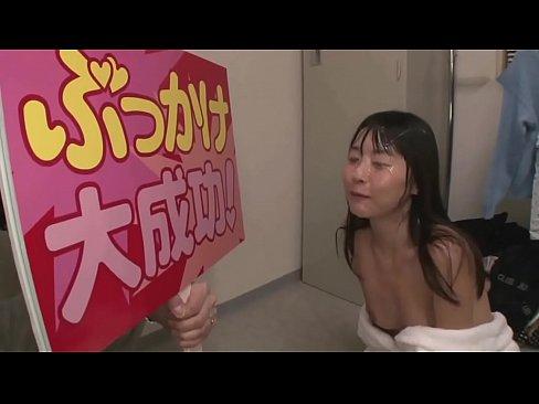 【つぼみ】ドッキリ企画でぶっかけ!突然、顔に大量のザーメン浴びせかけら...
