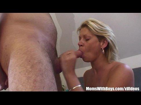 XXXPorn – Vídeo de sexo com uma loira trepadeira