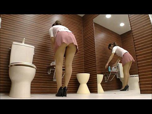 【着替え盗撮エロ動画】トイレの個室で伝線したパンストを履きかえるOLを盗撮!