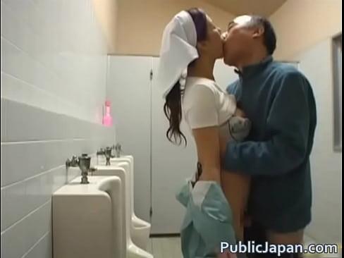 美乳&美尻な清掃のおばちゃんが中年オヤジにトイレでハメられる姿を盗撮に成功!手マンしたマンコにバックで挿入し、キスをしながら突き上げる。