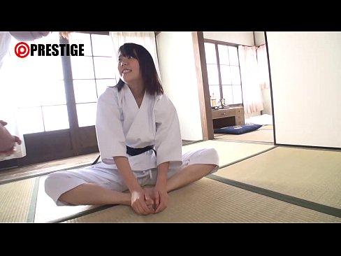 美尻の美人の無料H動画。美尻の美人の巨乳柔道家と違う技を開発!
