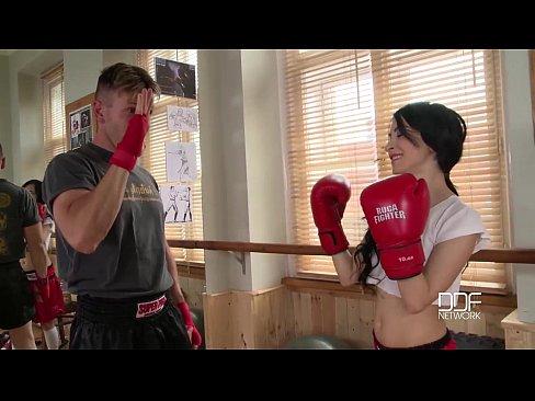 O Antreneaza Si Pentru Box Si Pentru Futut In Cur