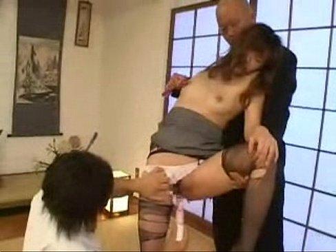 パンストをボロボロに破かれた美乳美熟女が2本の肉棒で口やマンコを好き放題突かれる過激3Pセックス。