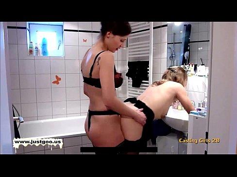 Sexo Entre Lésbicas Amadoras No Banheiro
