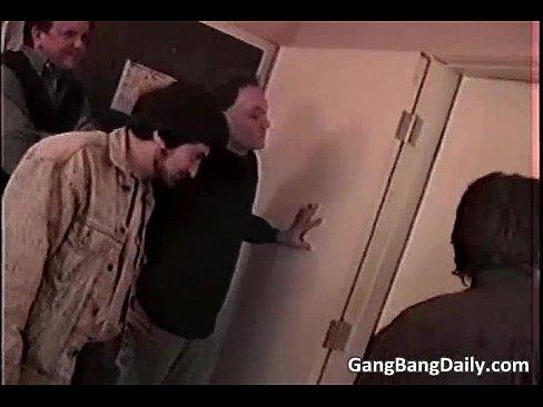 Корчится в оргазме порно