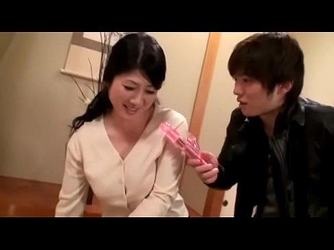 デカ乳のお母さんの無料jukujyo動画。千擦りで欲求不満を紛らわすぽ...