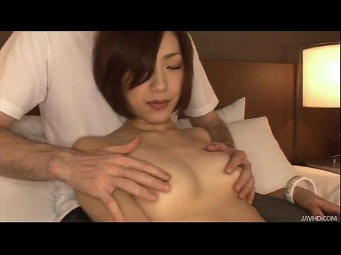 【無修正】極太チンポに魅せられたスレンダー美女の生々しいハメ撮りセックス動画