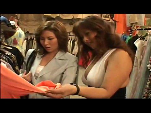 レズビアン巨乳店員が試着室でお客に迫っちゃいます!