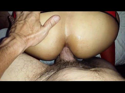 Tirándome de perrito por el culo a una prostituta