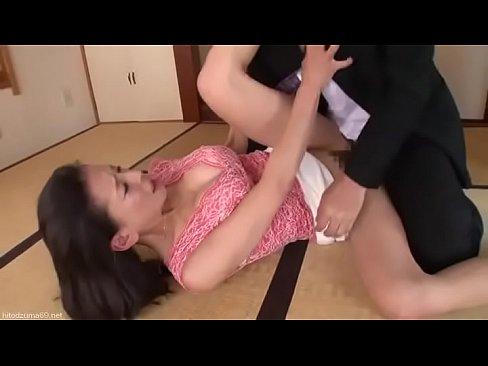 淫乱の素人女性の潮吹き無料jukujyo動画。不動産の下見で不動産屋と...