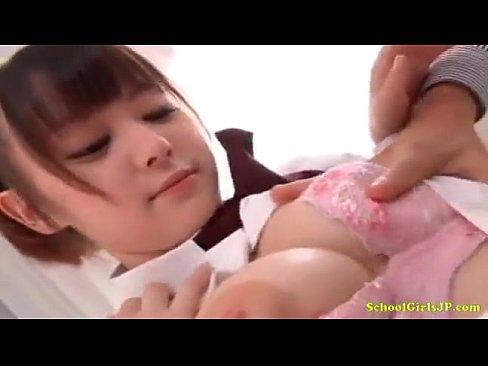 【無料エロ動画】ロリ学生がスイカップを露出しながら指姦されあげくの果...