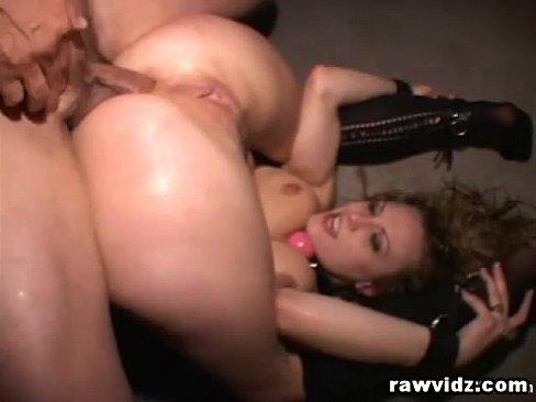 jovencita culona recibiendo una follada brutal por puta