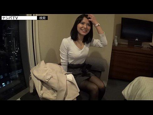 【素人セックス動画】清楚系の素人女性と夜景が見えるホテルでハメ撮りセックス!意外と派手な下着に興奮できる!