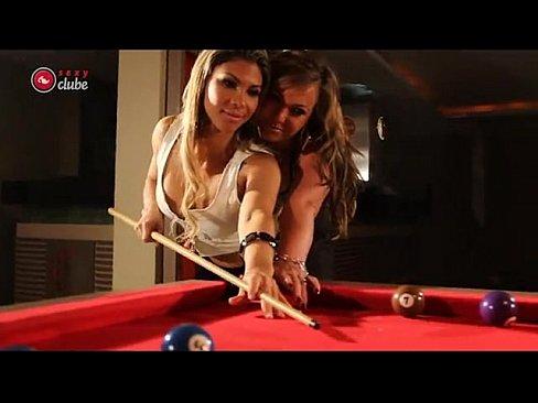 Cindy Love E Alessandra Maia Sensualizando Na Sinuca