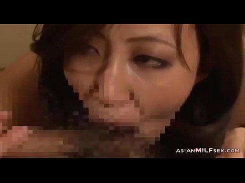 フェロモンだらけの美熟女とネットリと密度の濃いセックスをしています