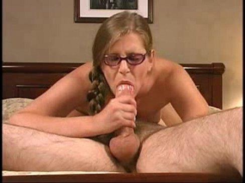 Videos de Sexo Video de sexo loira nerd fazendo um sexo oral...