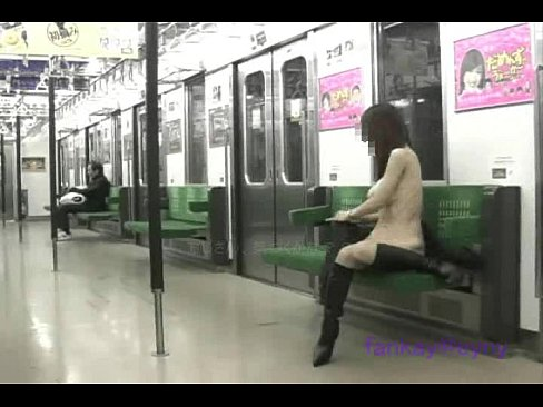 帰りの電車でニーハイ姿でオナニーしちゃう素人娘