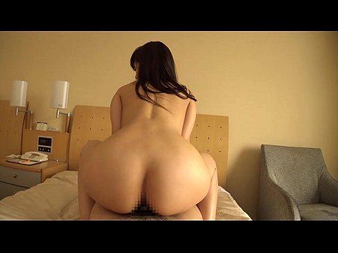 陰毛もっさりな素人お姉さんとホテルベッドで中出しセックス