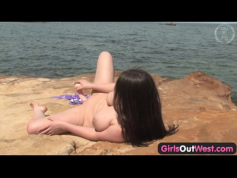9 min pornvideo AngelaWhite Girls Out West Busty Aussie babe fucking a dildo by the sea