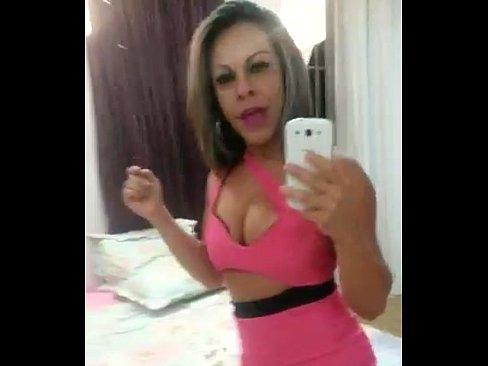 Melisa mostra seu corpo em vídeo amador