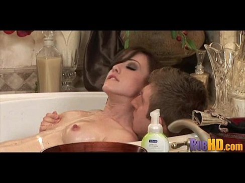 красивая видео мастурбация от брюнетки