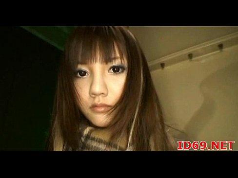 モデルのよな容姿の美人JKが手コキとフェラでお小遣い稼ぎ