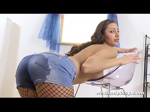 Peeing Girl Does Piss Porn