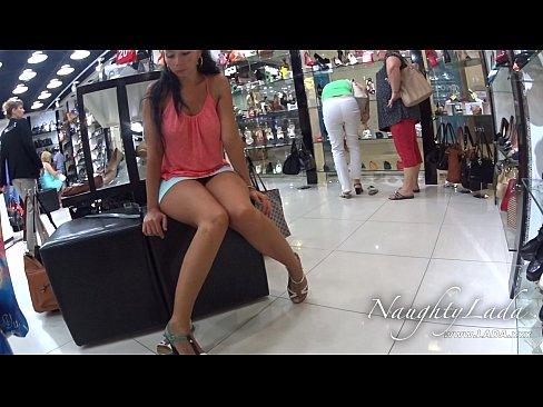 Safada No Shopping Sem Calcinha