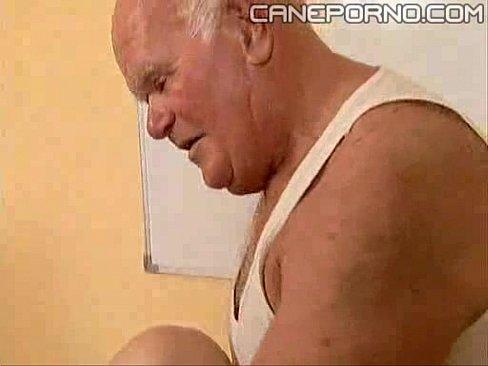 viejo rabo verde metiendole la verga a una señora embarazada