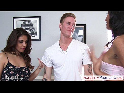 Latin cuties Isabella de Santos and Sadie Santana fuck in threesome