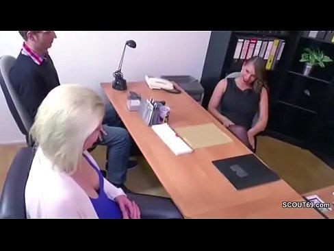 Image trío en plena oficina