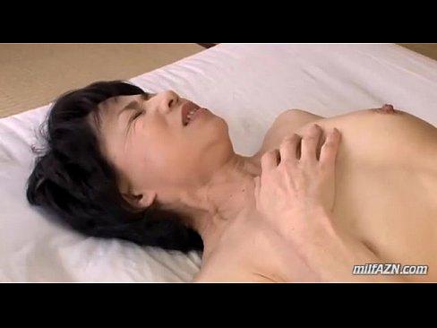 熟女のクンニ無料jukujyo動画。童貞の孫を気遣って自らのカラダを差し出す還暦おばあちゃん!